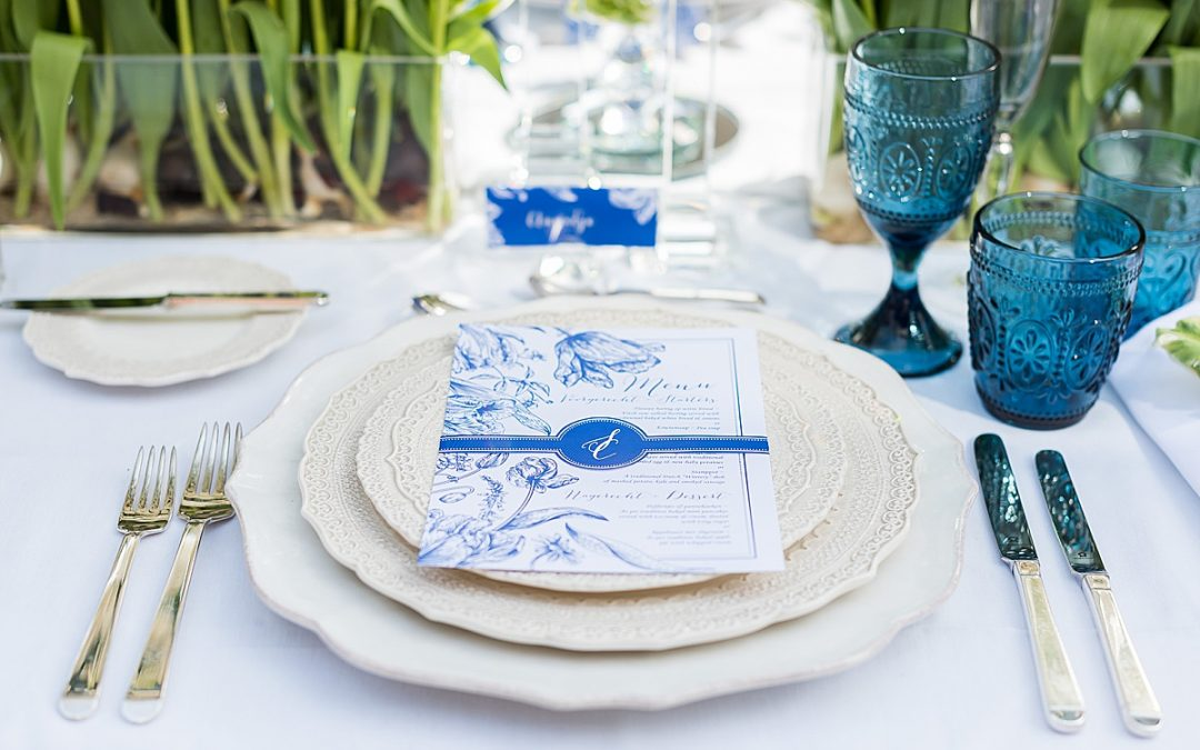 Editorial Shoot / Tulip Fever – inspiration in white and Delft blue for an intimate wedding